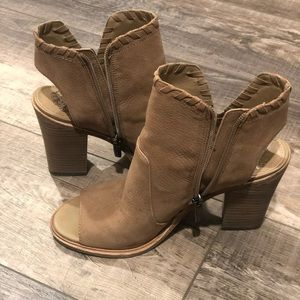 Vince Camuto Shoes - Vince Camuto Tan booties Size 8.5
